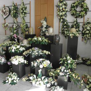 Bloemstukken en boeketten en zijden bloemen op maat