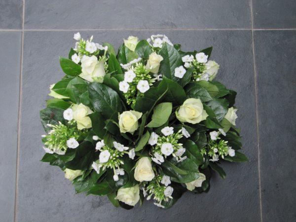 Rond bloemstuk met witte roos en flox