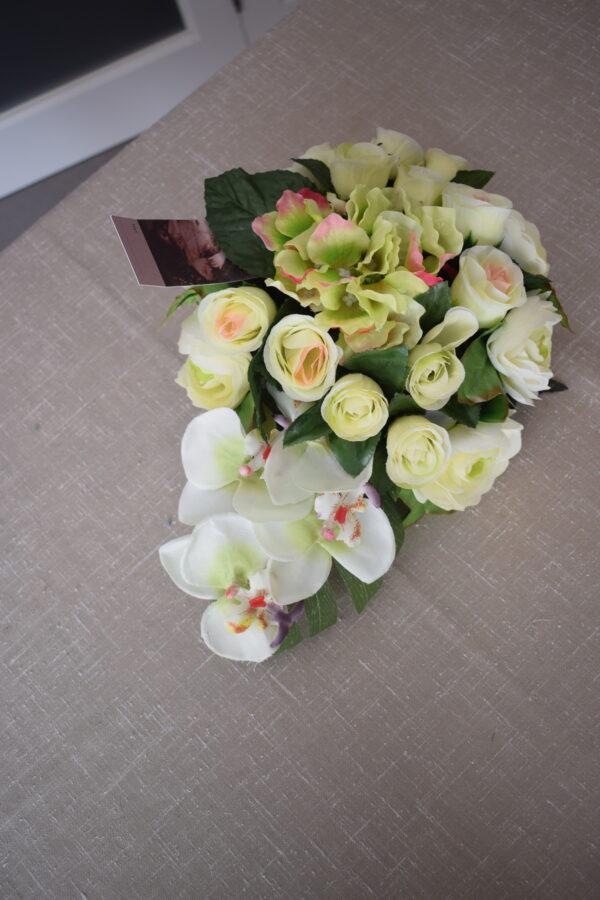 Bloemstuk klein ovaal rozen - hortensia en orchidee