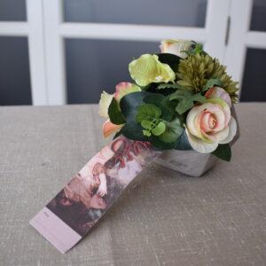 Bloemstuk kubus rozen - anemoon - ranonkel