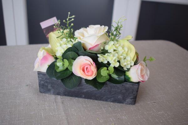 Bloemstuk aluminium bakje 2 rozensoorten - hortensia - orchidee