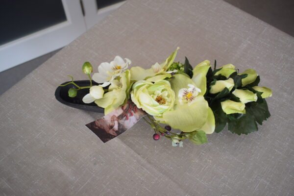 Bloemstuk moderne schaal roosjes - orchidee - ranonkel