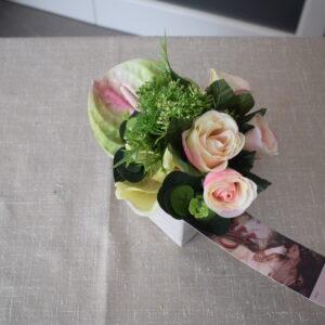 Bloemstuk vierkant stenen pot rozen - orchidee - anthurium
